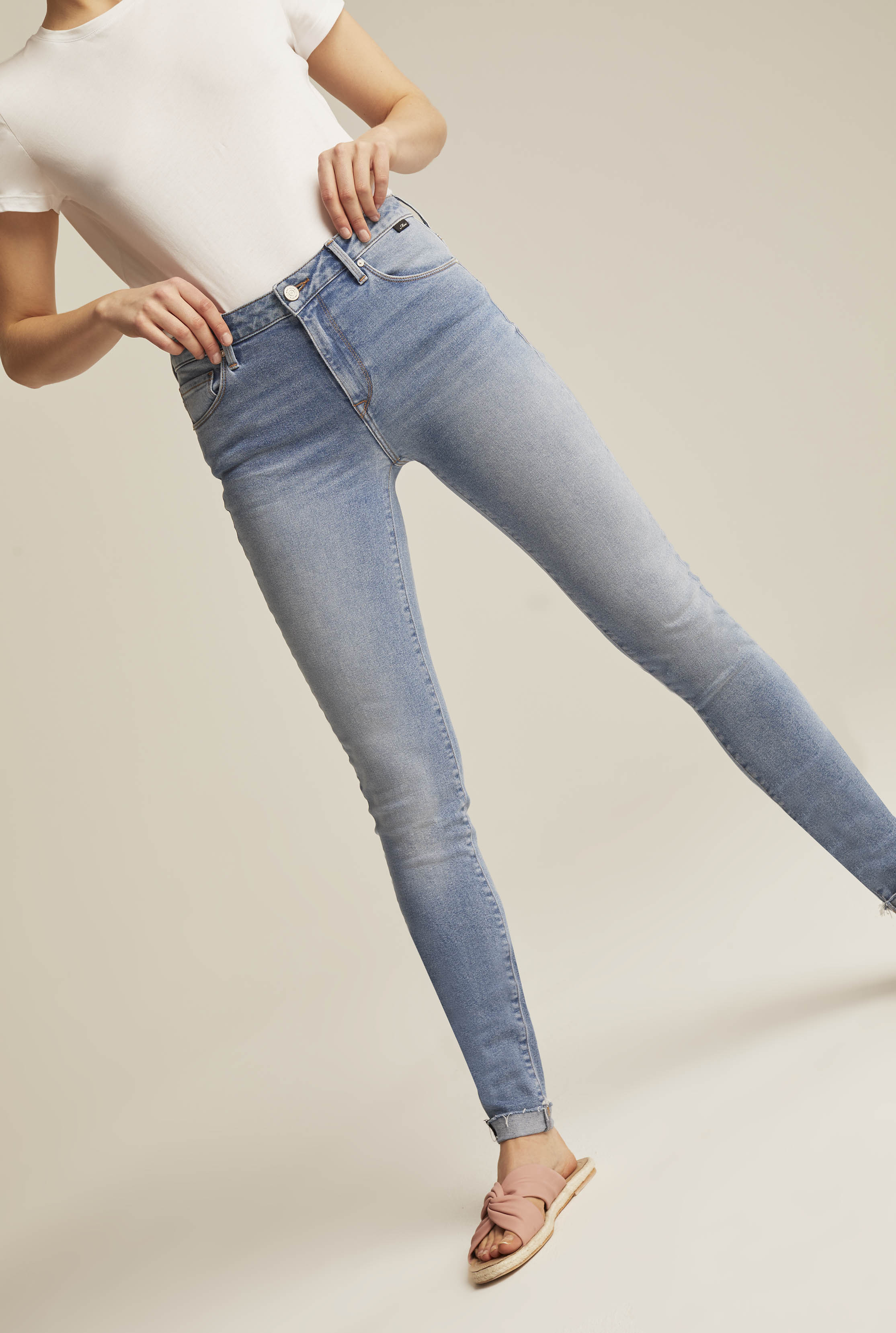 Mid Blue 90s Straight Jeans