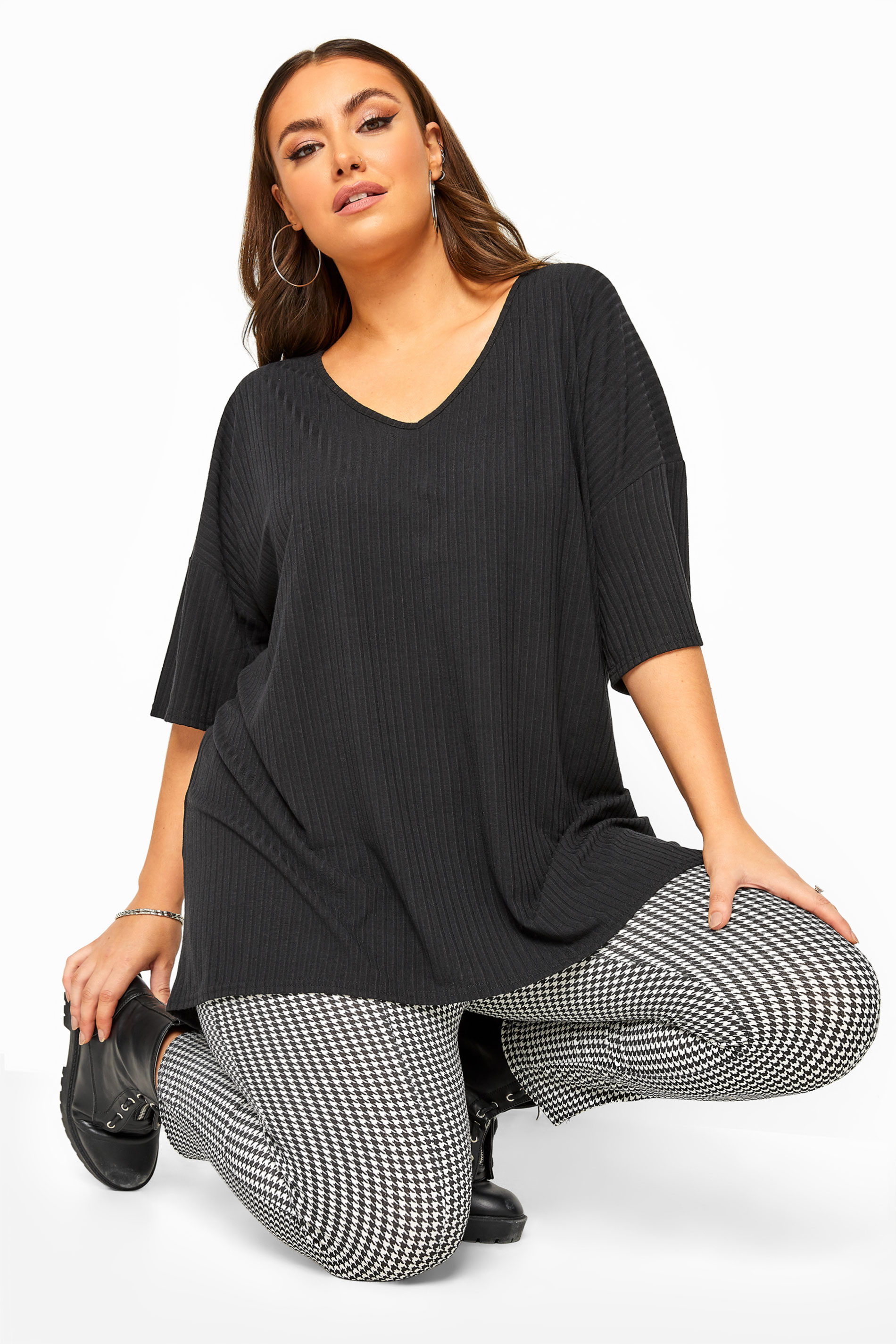 Black Ribbed Dipped Hem Top