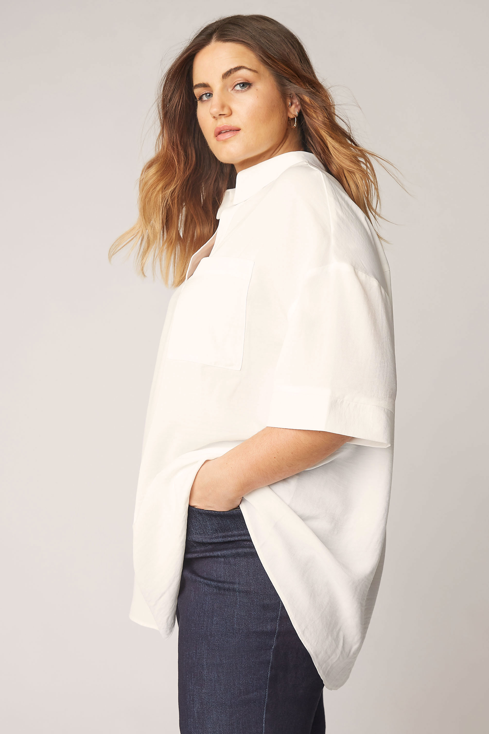 THE LIMITED EDIT White Pleated Front Top_B.jpg