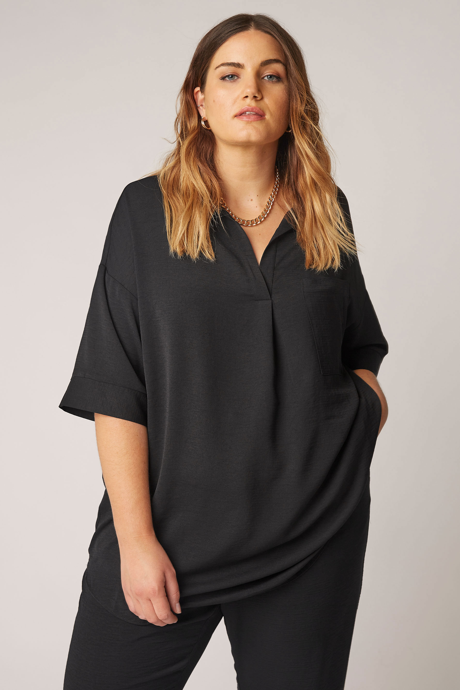 THE LIMITED EDIT Black Pleated Front Top_A.jpg