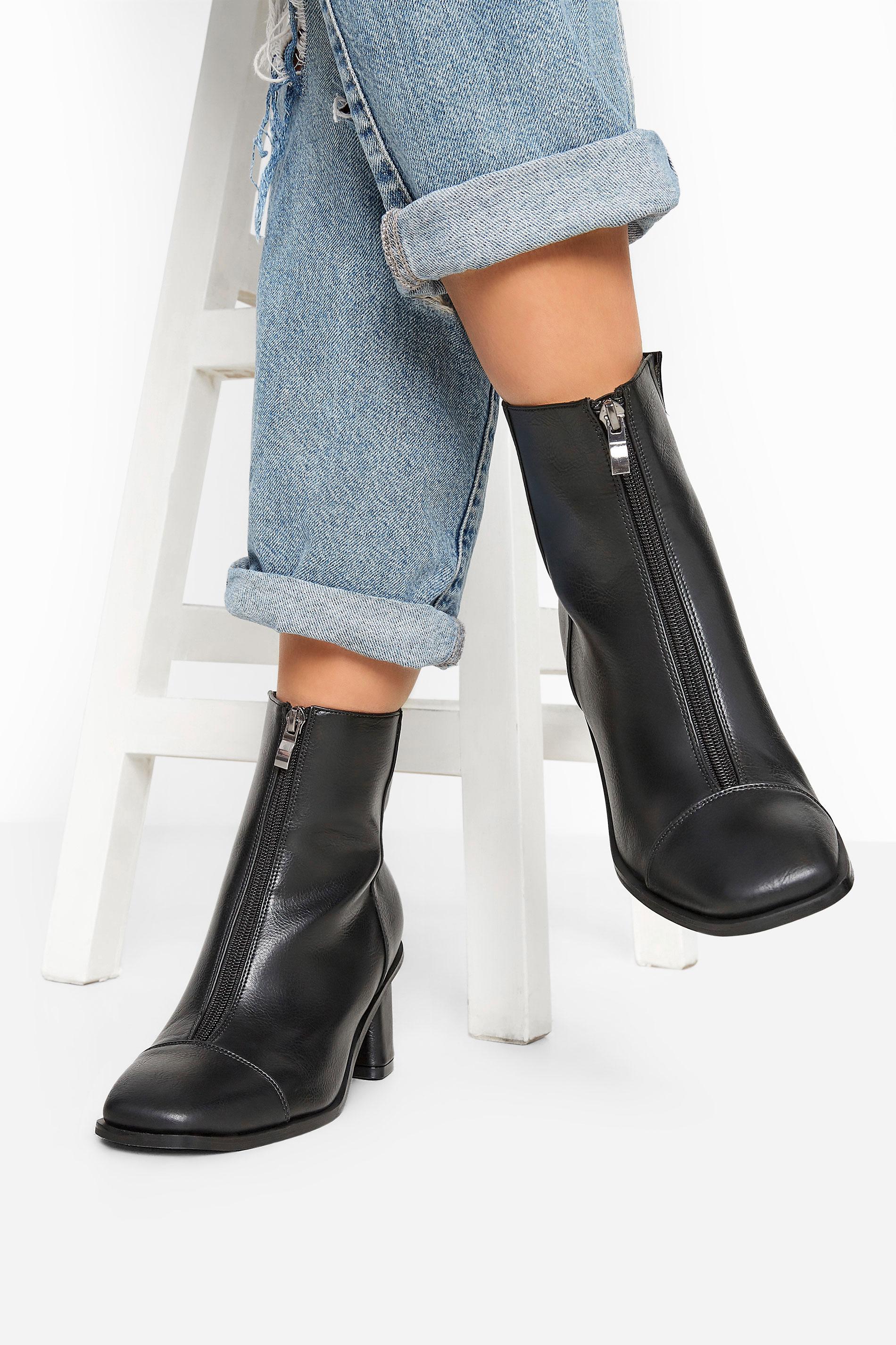 LIMITED COLLECTION - Laarzen met hak en rits aan de voorkant in zwart