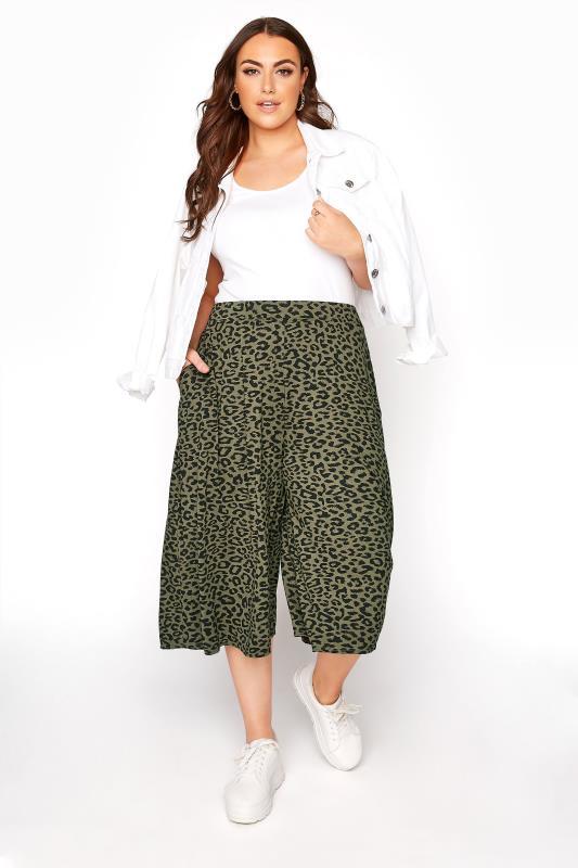 Khakifarbene Culotte mit Animal Print