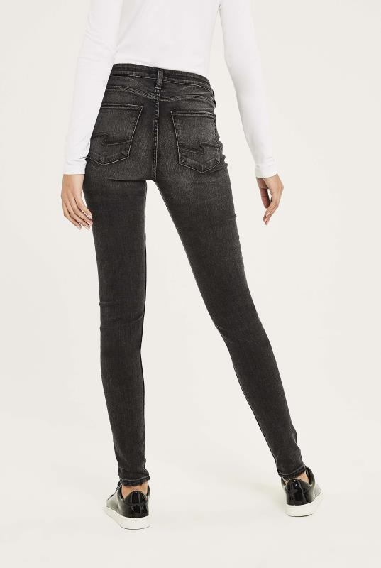 Silver Robson Skinny Jean In Washed Black