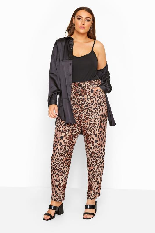 Plus-Größen Tapered & Slim Fit Trousers Rust Animal Print Bubble Crepe Trousers