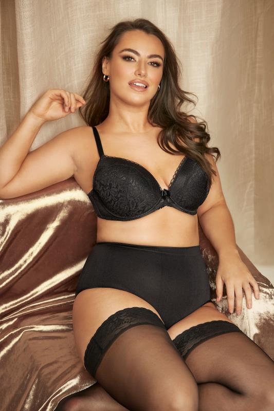 Grande Taille Black Lace and Fishnet Plunge Bra