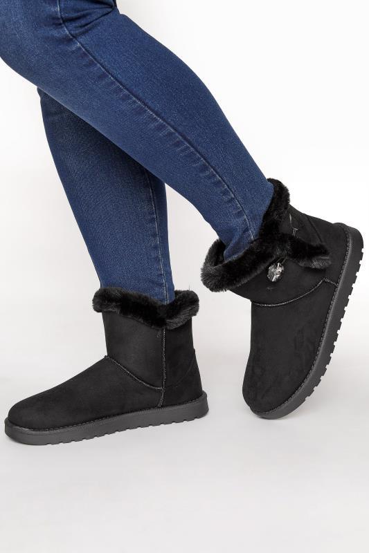 Black Gem Button Fur Boots in Regular Fit_M.jpg