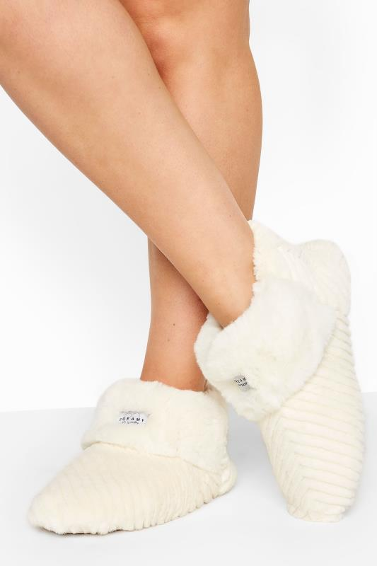 Grande Taille White Vegan Faux Fur Slipper Boots In Regular Fit