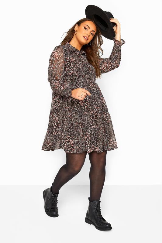 Blümchen-Kleid mit Stufen - Schwarz metallic