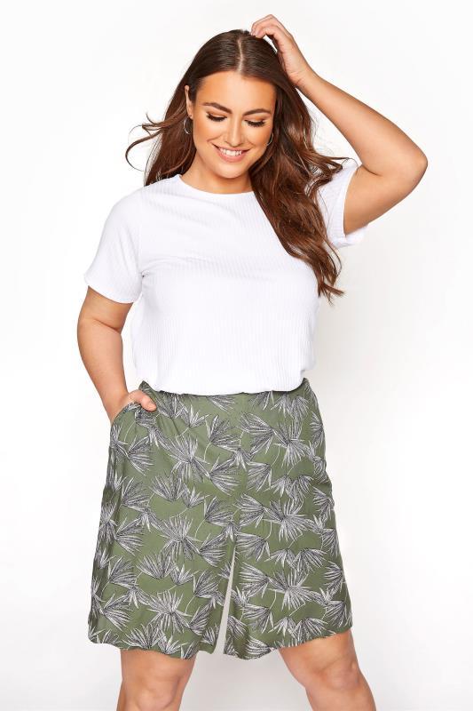 Plus Size  Khaki Palm Print Crinkle Shorts