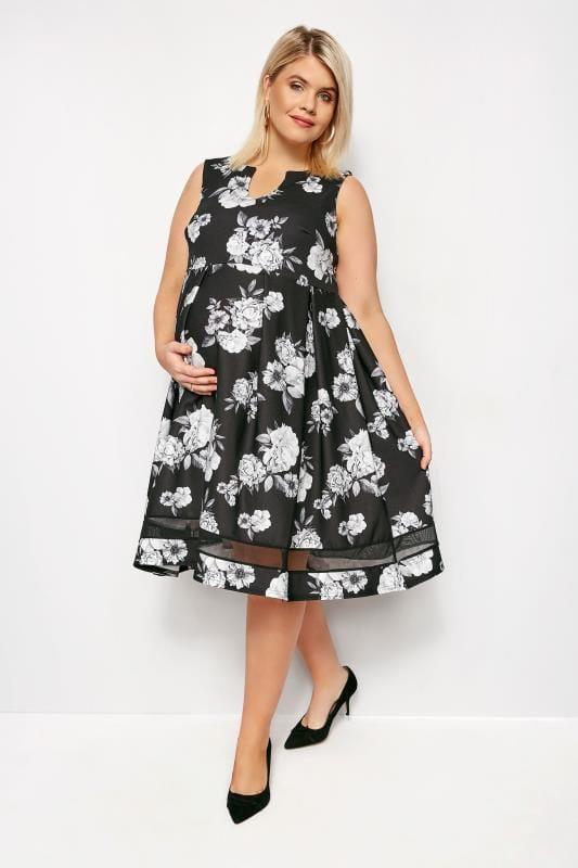Großen Größen Black Dresses BUMP IT UP MATERNITY Monochrome Floral Skater Dress