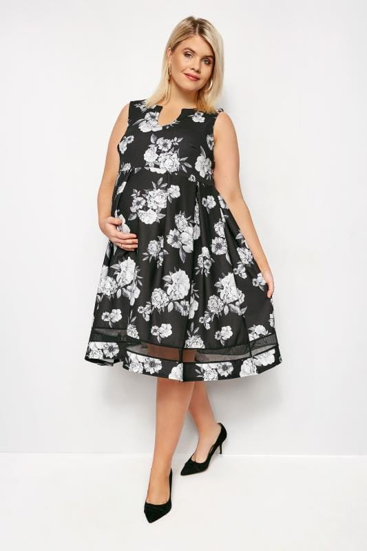 BUMP IT UP MATERNITY Monochrome Floral Skater Dress