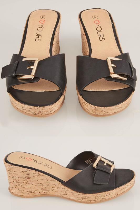 Zwarte slippers met sleehak voorzien van gespsluiting