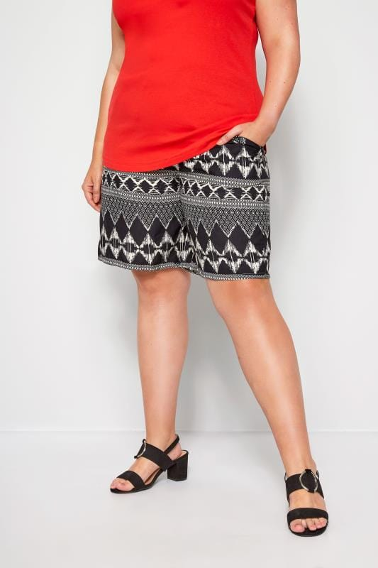 Plus Size Fashion Shorts Black Geo Print Pull On Shorts