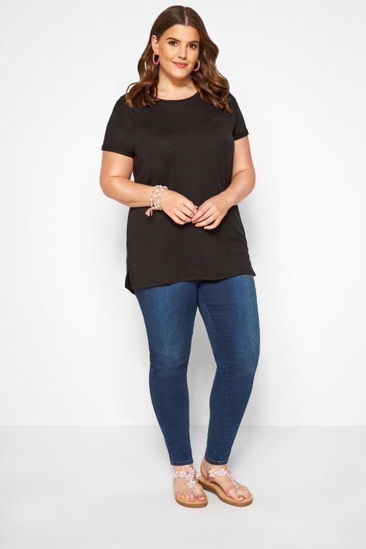 T-Shirt mit Ziertasche - Schwarz