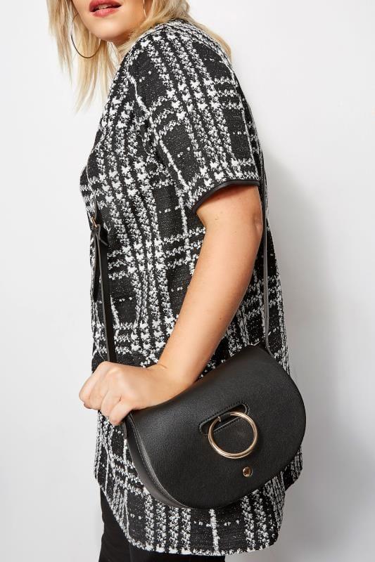 Сумки Черная сумочка через плечо с отделкой кольцом