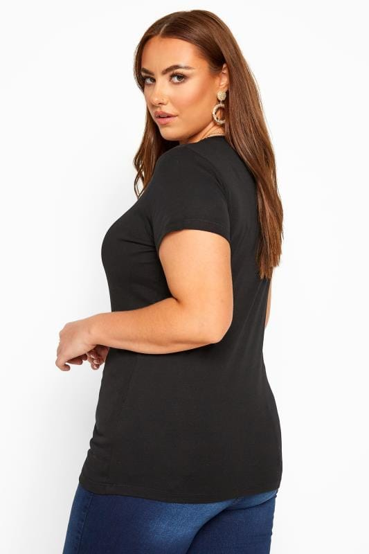 Schlichtes T-Shirt mit V-Ausschnitt - Schwarz