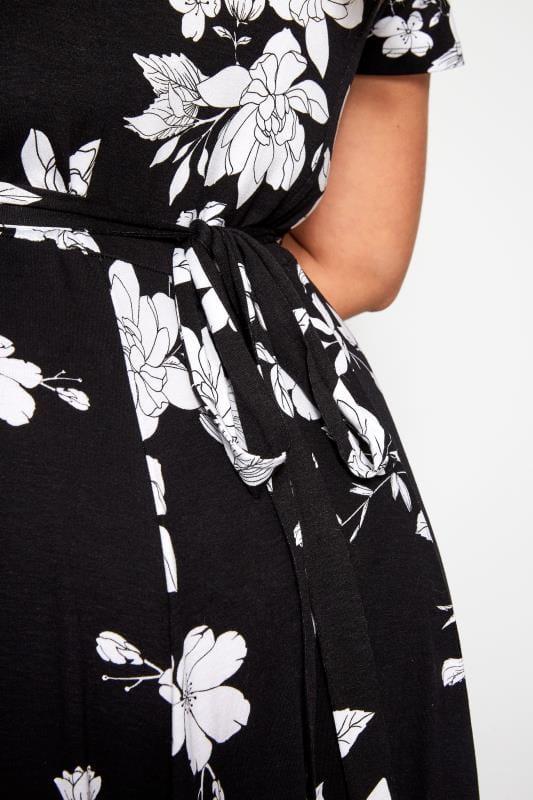 Zwarte jersey jurk met witte bloemenprint