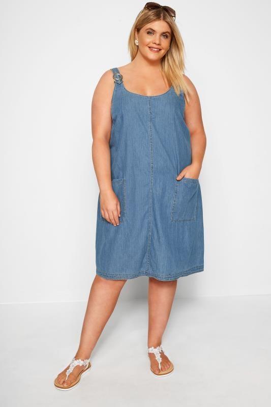 Niebieska sukienka z denimu