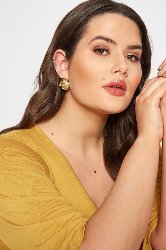 Gold Shell Stud Earrings_49dc.jpg