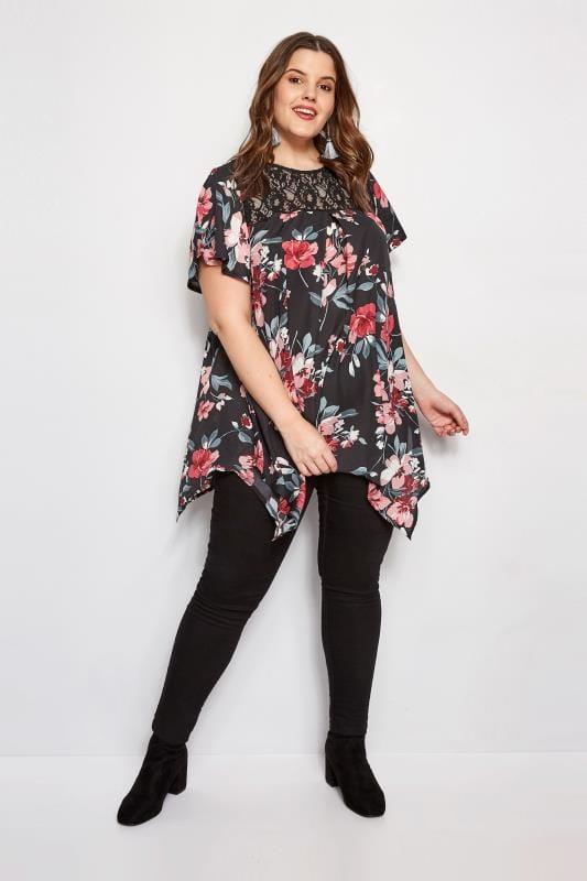 IZABEL CURVE Zwarte blouse met bloemenprint