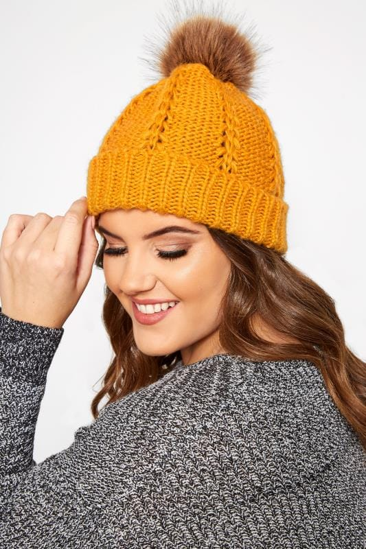 Hats Grande Taille Mustard Knitted Bobble Hat