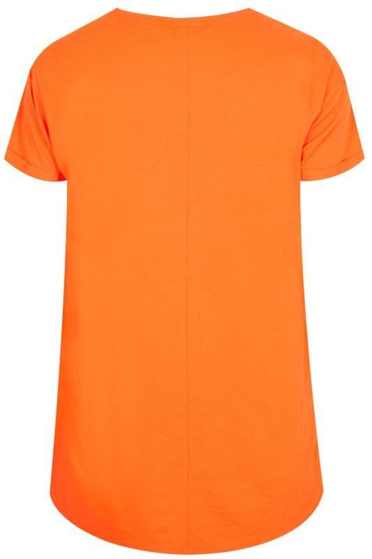 футболка оранжевая с картинками самом начале второй