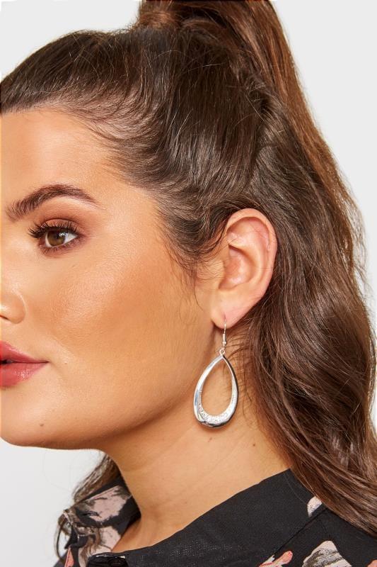 Ohrringe in Tropfenform - Silberfarben