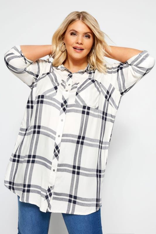 Plus-Größen Shirts White Check Studded Boyfriend Shirt