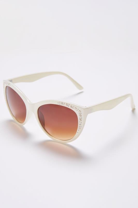 Okulary przeciwsłoneczne w białych, zdobionych diamencikami