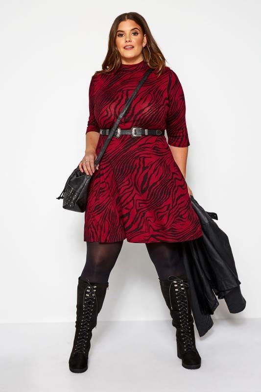 jerseyjurken Wijnrode jurk met hoge hals en tijgerprint