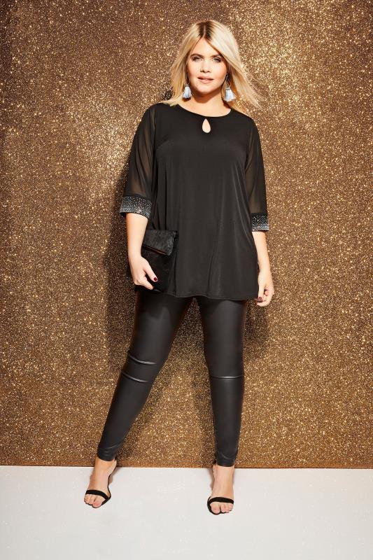 Große Größen Blusen YOURS LONDON Bluse mit Strass-Applikationen - Schwarz
