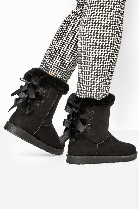 Grande Taille Black Vegan Suede Bow Detail Boots In Extra Wide Fit