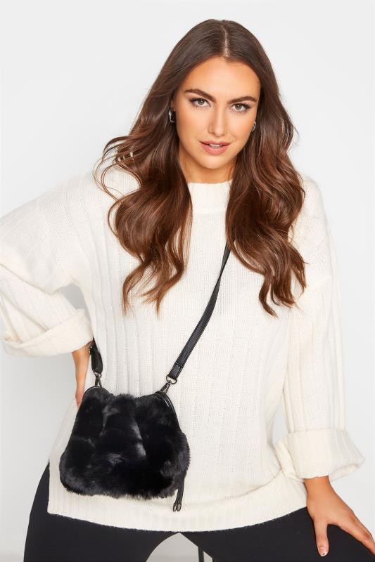 Grande Taille Black Faux Fur Bucket Bag
