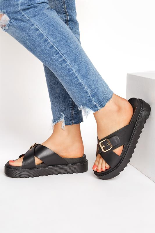 Yours Black Buckle Chunky Slider in Regular Fit