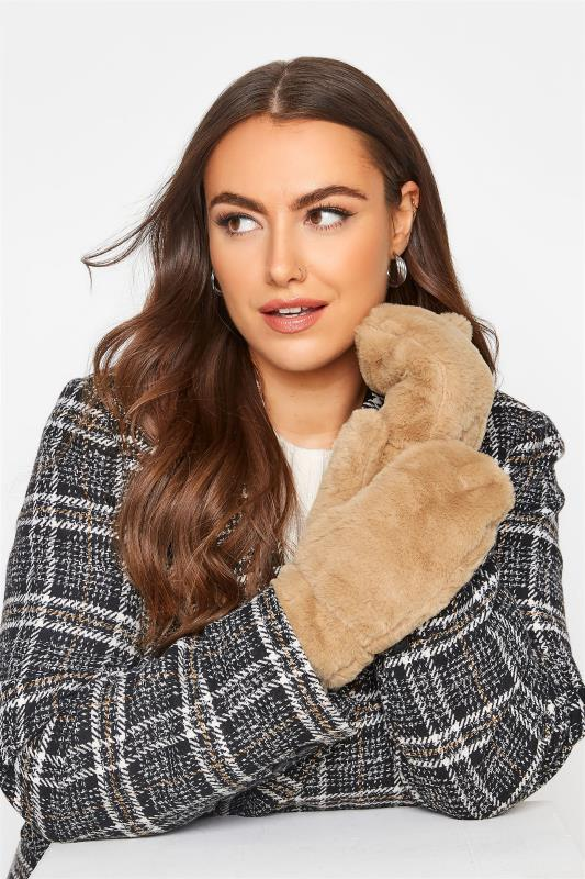 Tallas Grandes Beige Faux Fur Gloves