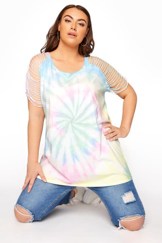 Mehrfarbiges Batik T-Shirt mit zerschnittenen Schulter-Details