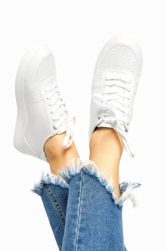 Großen Größen  White Vegan Leather Lace Up Trainers In Extra Wide Fit
