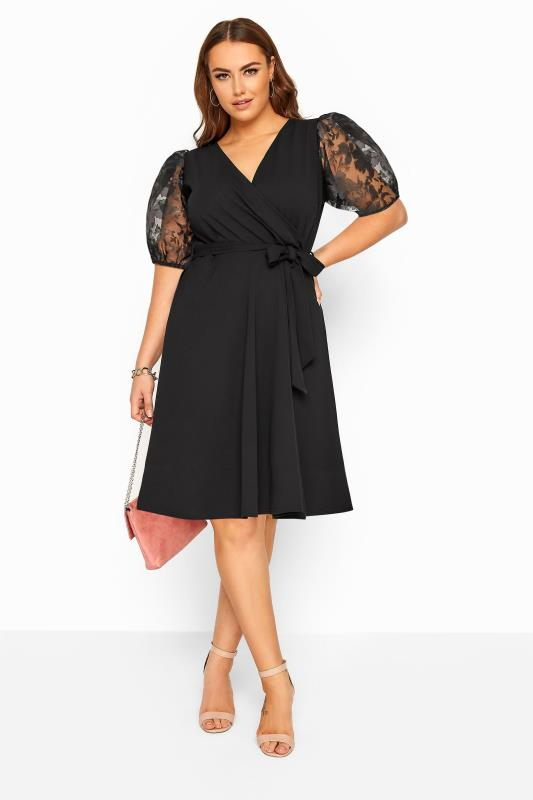 Plus-Größen Wrap Dresses YOURS LONDON Black Floral Organza Puff Sleeve Wrap Dress