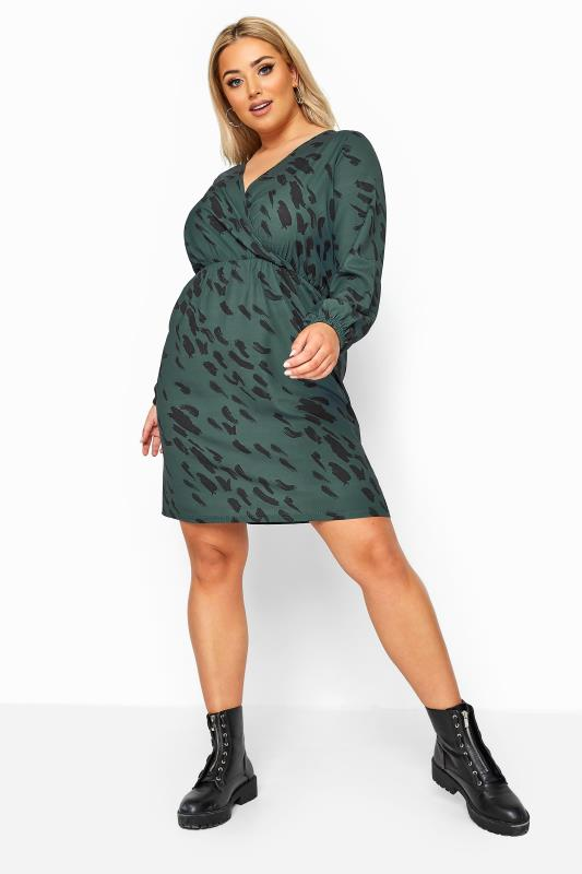 Großen Größen Wrap Dresses LIMITED COLLECTION Forest Green Animal Markings Wrap Dress