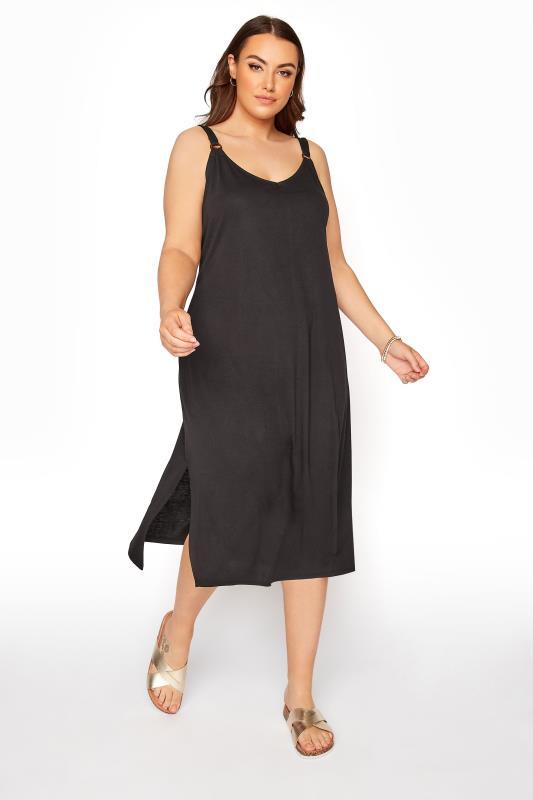 Schwarzes Kleid mit Ring Details