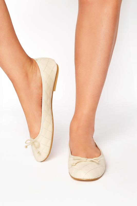 LTS White Leather Quilted Ballet Pumps_M.jpg