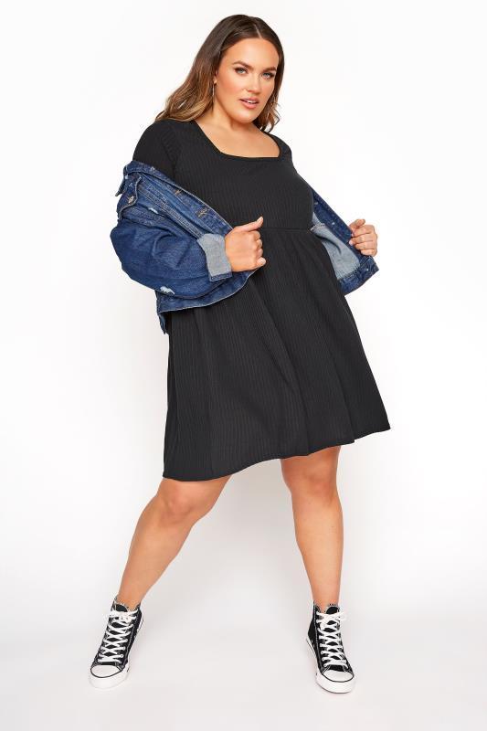 LIMITED COLLECTION - Aangerimpelde jurk met rib-look in zwart