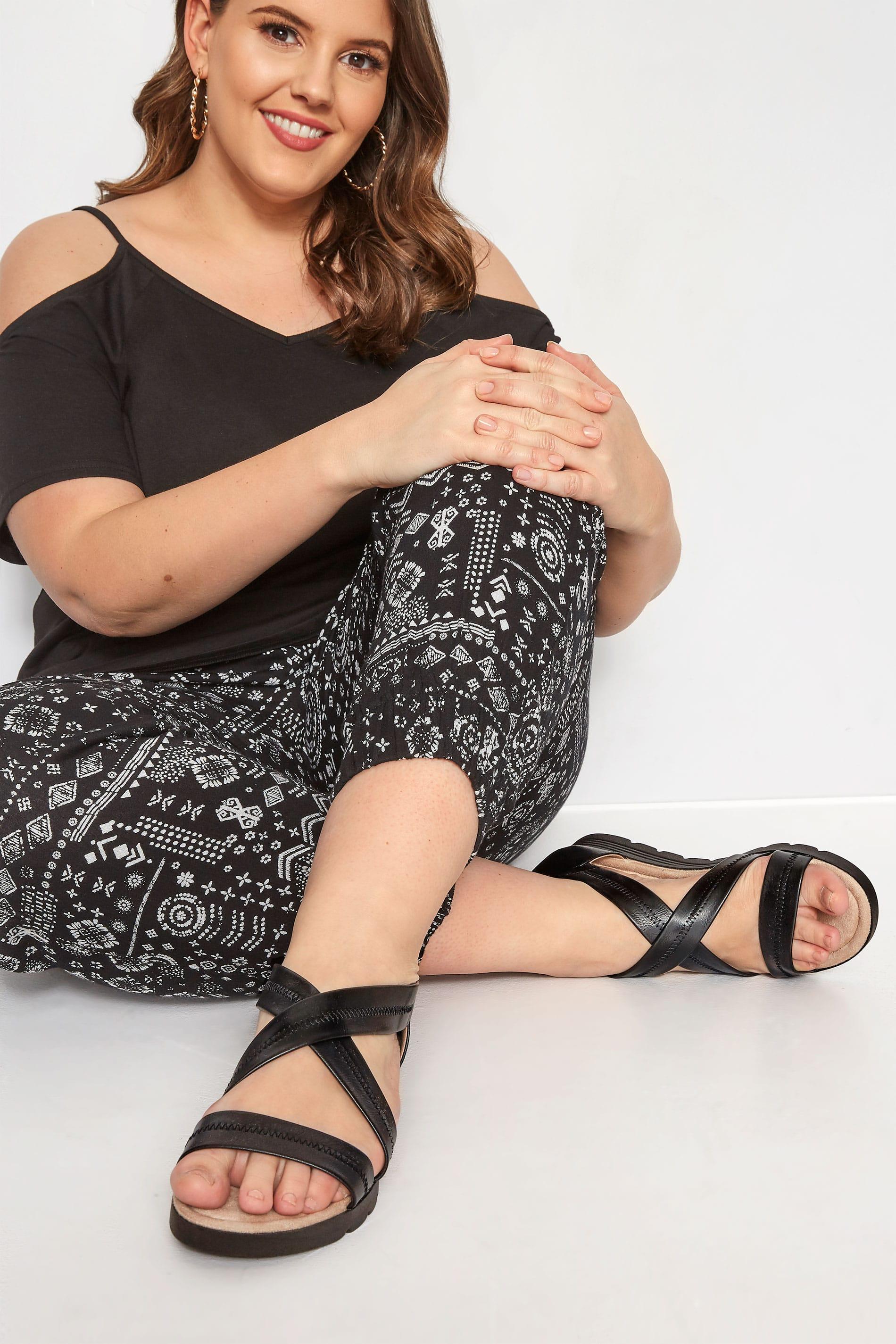 Sandalen mit geschlossener Ferse - Schwarz