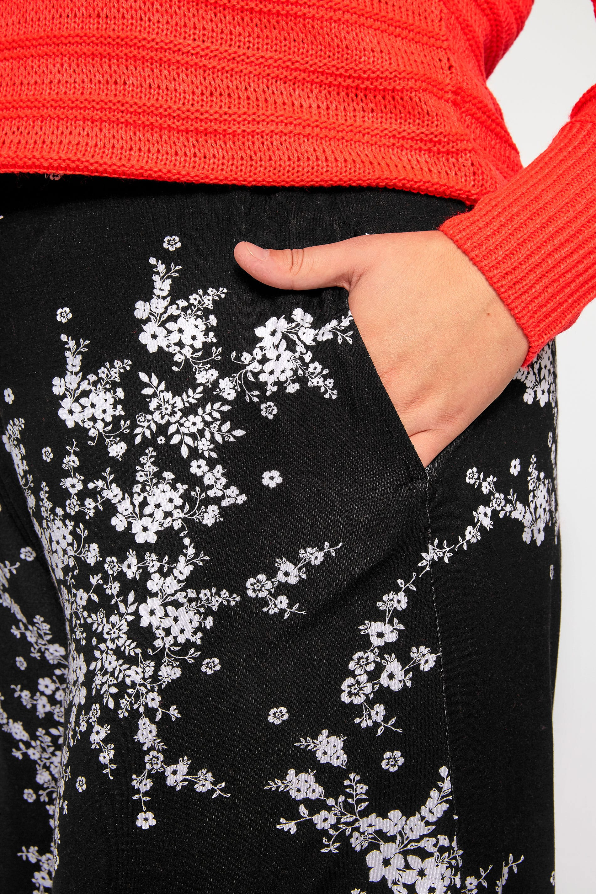 Yours Clothing Women/'s Plus Size Black Floral Jersey Culottes