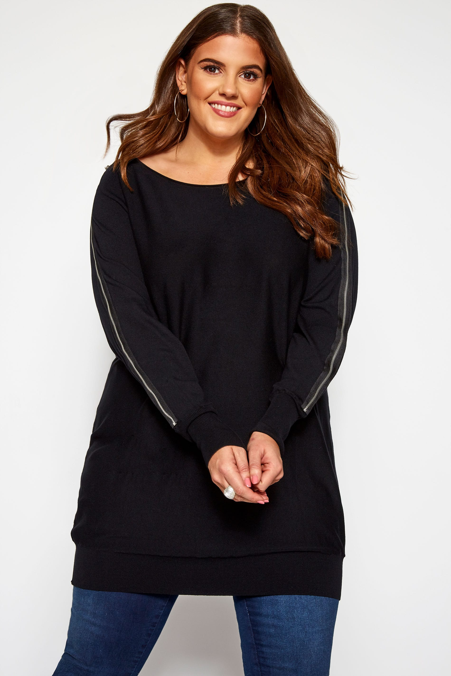 Zwarte tuniek met rits op de mouwen