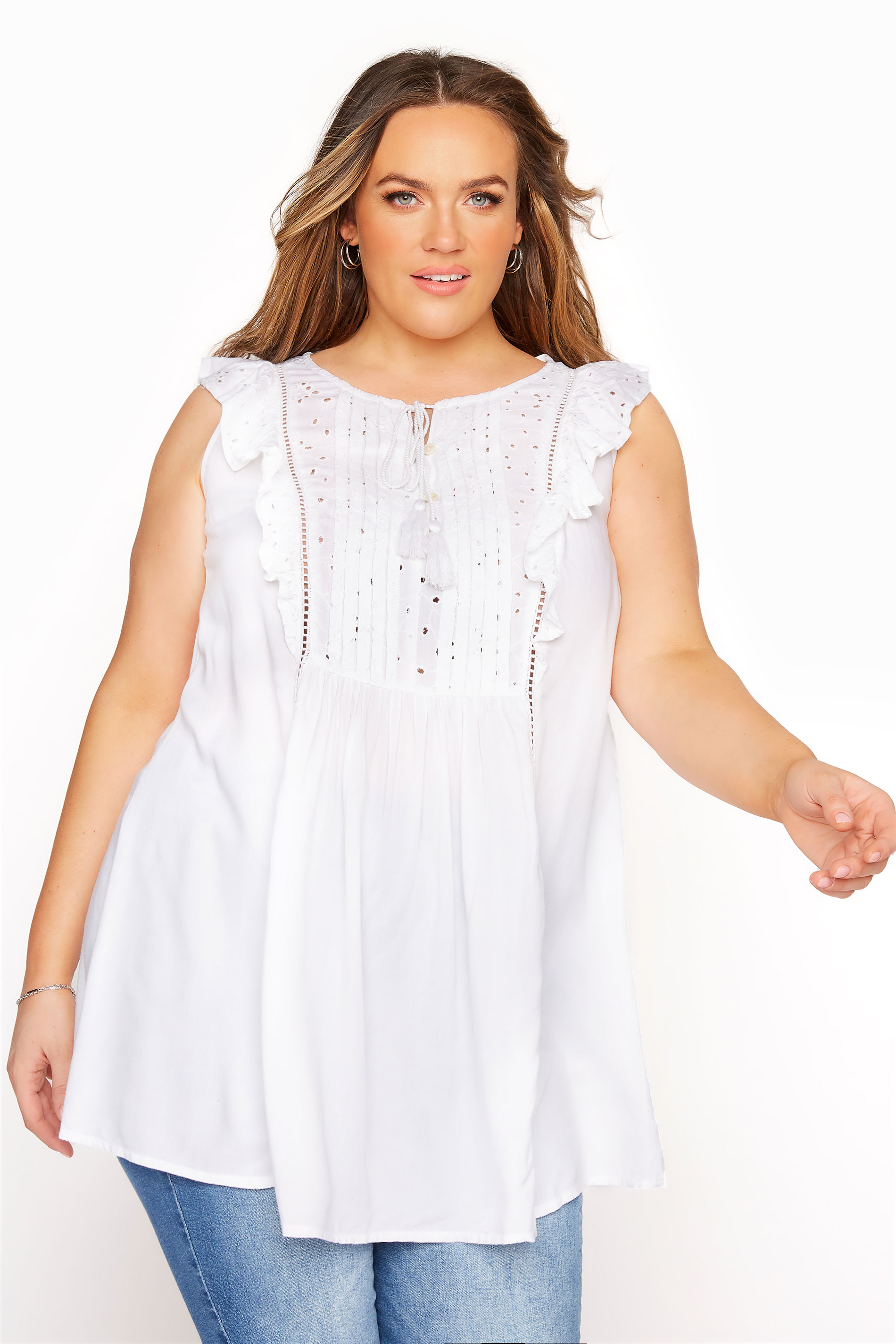 Mouwloze blouse met broderie en ruches in wit