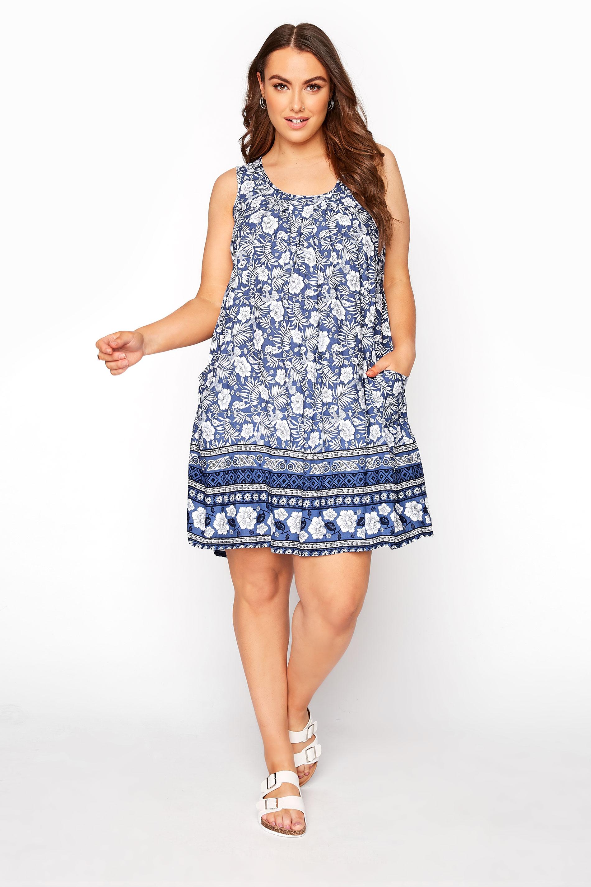 Blaues florales Kleid mit tief sitzenden Taschen