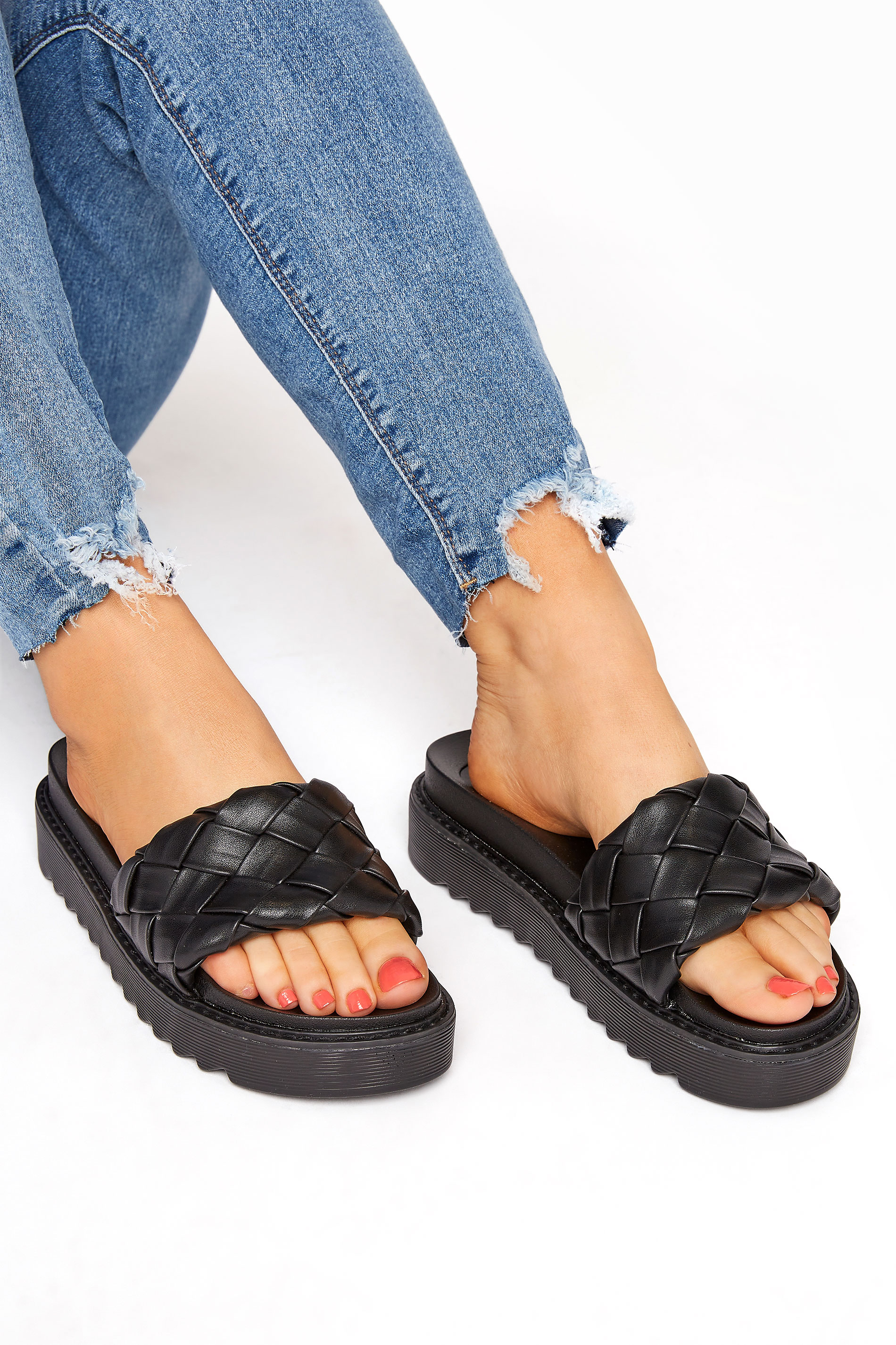 Yours Black Woven Chunky Slider In Regular Fit